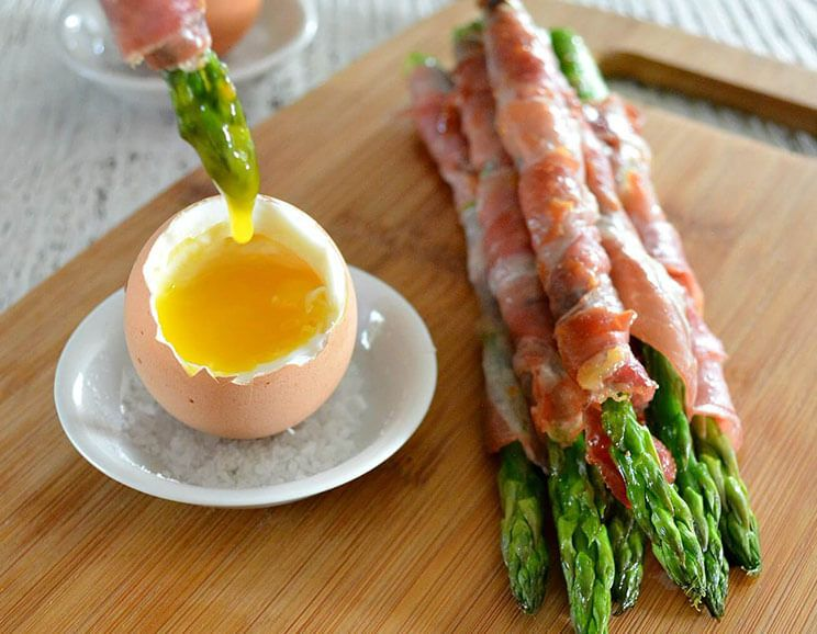 Prosciutto-Wrapped-Asparagus-Dipped-in-Soft-Boiled-Eggs744.jpg