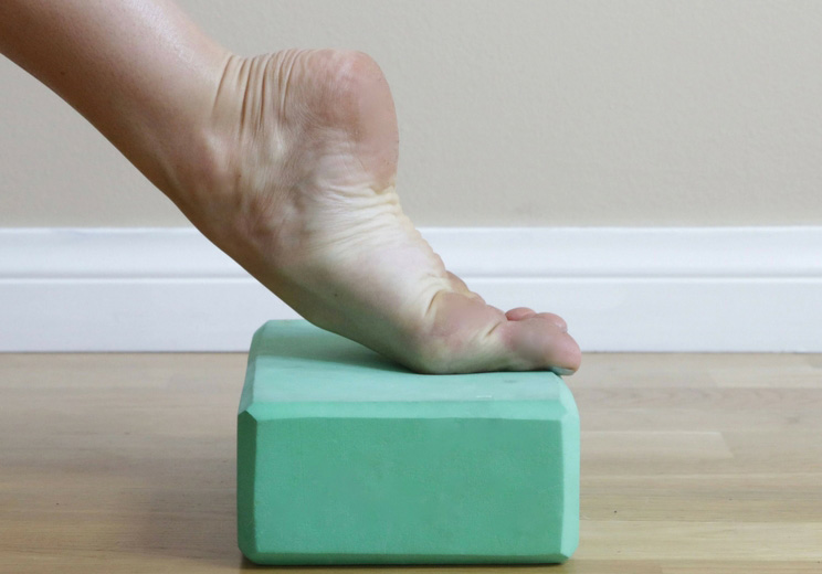 6 exercises to erase foot and ankle pain gentle soothing ankle extension stretch on block solutioingenieria Images