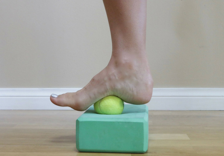 Plantar-Fascia-Roll-Out-with-Ball.jpg